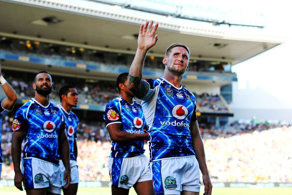 Sam Tomkins thanks the supporters after losing the semi final against the Cowboys