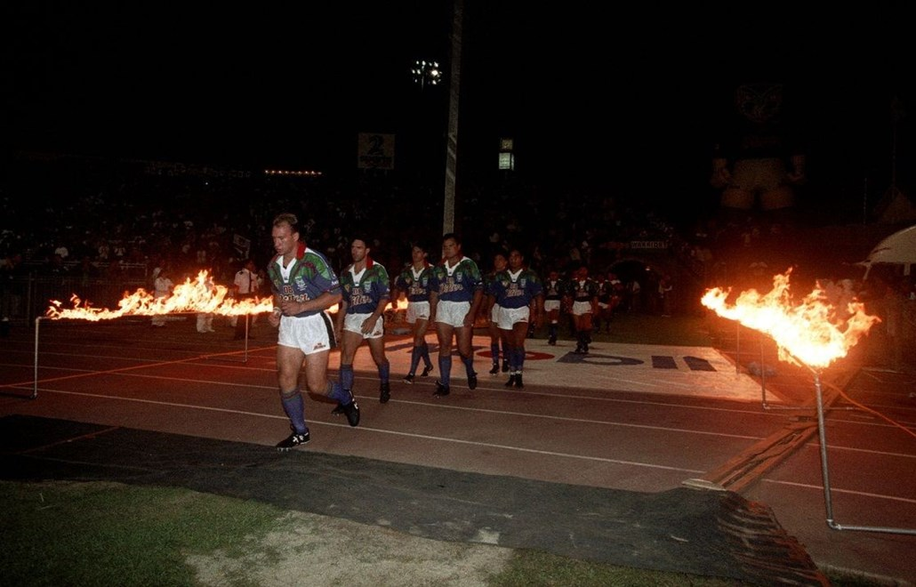 Dean Bell leads the Auckland Warriors run out onto Ericsson Stadium for the opening game of the 1995 Winfield Cup season against the Brisbane Broncos on March 10, 1995. Image | www.photosport.co.nz
