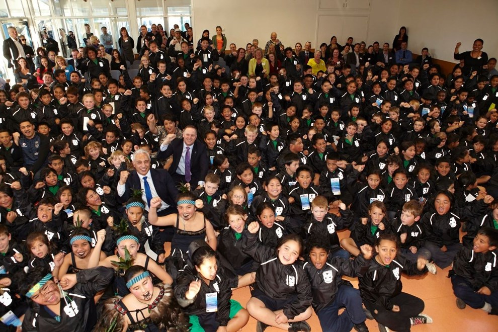 Vodafone Warriors ambassador Jerome Ropati joins Lincoln Heights School pupils with Prime Minister John Key, Sociall Development  Minister Paula Bennett and National List MP Alfred Ngaro.