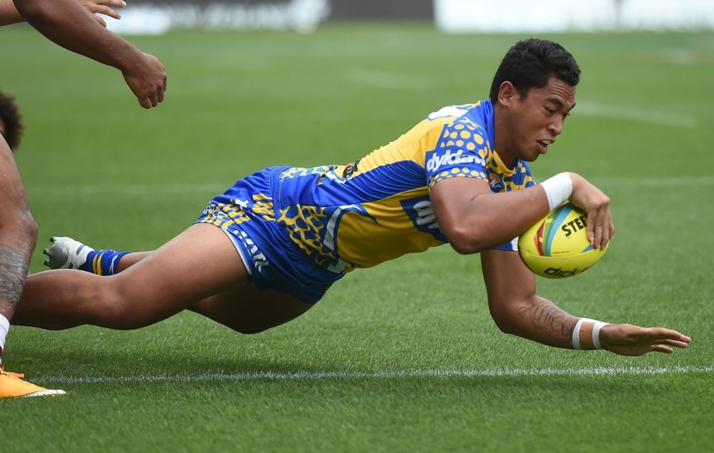Parramatta's John Folau scores a try during play on Day 1 of the NRL Auckland Nines Rugby League Tournament, Eden Park, Auckland, New Zealand. Saturday 31 January 2015. Copyright Photo: Andrew Cornaga/www.Photosport.co.nz