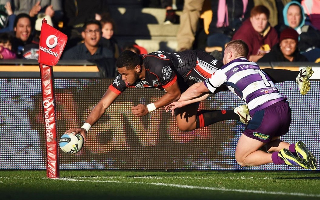 Warriors wing David Fusitua scores a try during the NRL Rugby League match between the Vodafone Warriors and The Melbourne Storm at Mt Smart Stadium, Auckland, New Zealand. Sunday 12 July 2015. Copyright Photo: Andrew Cornaga / www.Photosport.nz