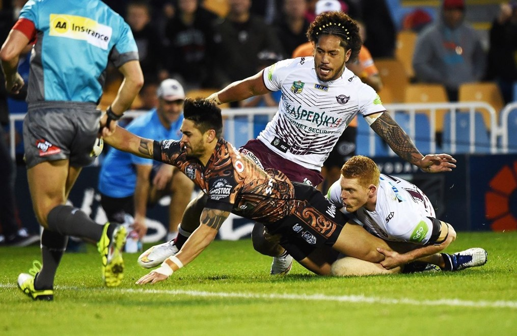 Shaun Johnson scores a try during the NRL Rugby League match between the Vodafone Warriors and The Manly Sea Eagles at Mt Smart Stadium, Auckland, New Zealand. Saturday 25 July 2015. Copyright Photo: Andrew Cornaga / www.Photosport.nz