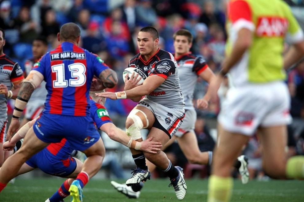 Tuimoala Lolohea takes on Jeremy Smith Knights v Warriors NRL rugby league match at Hunter Stadium, Newcastle Australia. Saturday 11 June 2016. Photo: Paul Seiser / www.photosport.nz