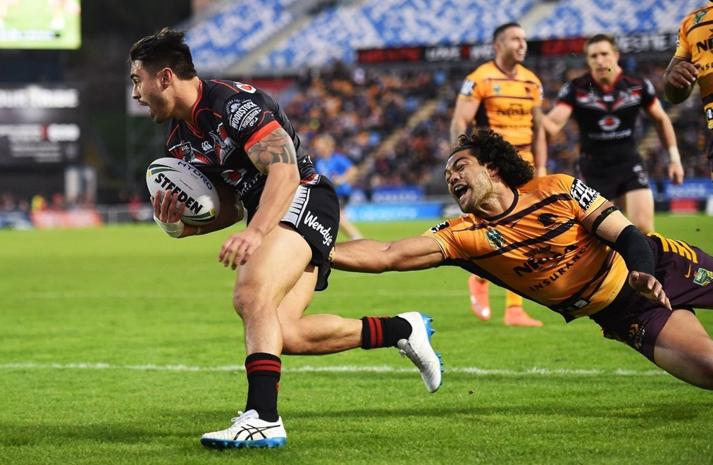 Shaun Johnson scores a try. Vodafone Warriors v Brisbane Broncos, NRL Rugby League. Mt Smart Stadium, Auckland, New Zealand. Saturday 3 June 2016. © Copyright Photo: Andrew Cornaga / www.Photosport.nz