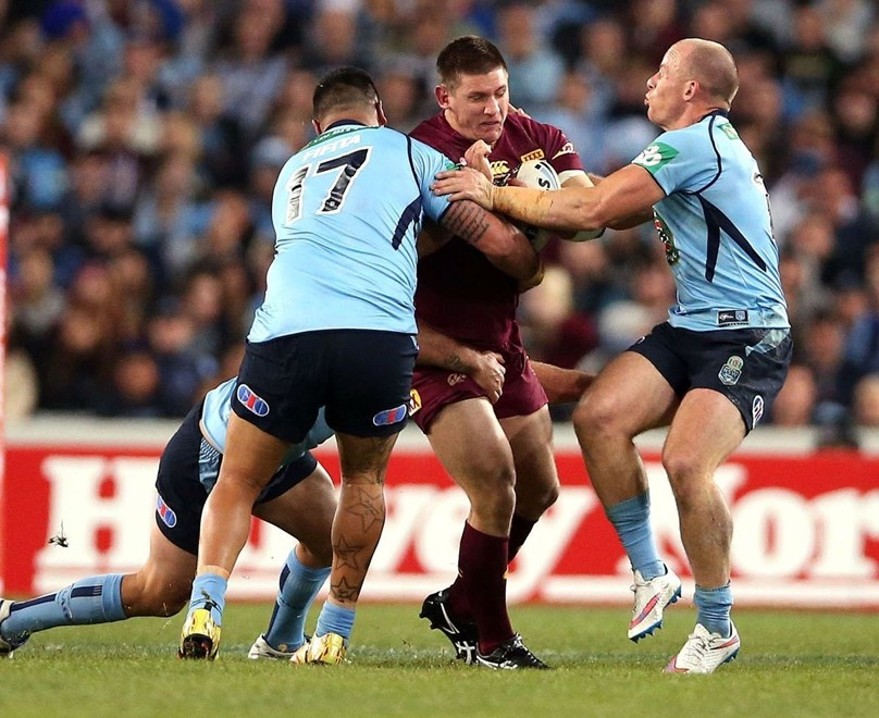 Jacob Lillyman tackled by Andrew Fifita and Beau Scott