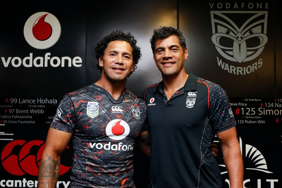 Stephen Kearney (R) with Ruben Wiki as he puts on the jersey for the Warriors for the 2017 NRL Auckalnd Nines. Mt Smart Stadium