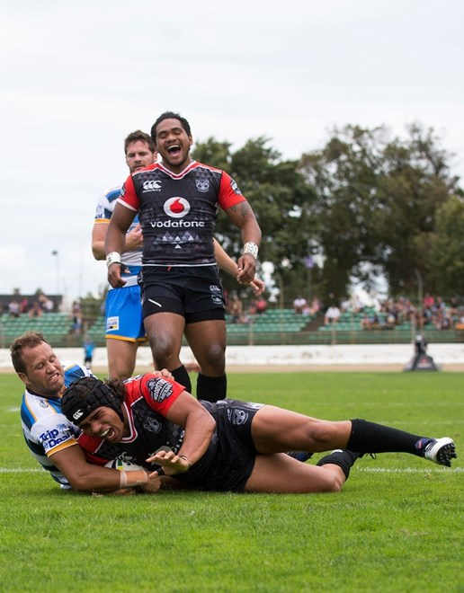 Warrior's Isaiah Papalii goes over to score a try. Warriors v Titans