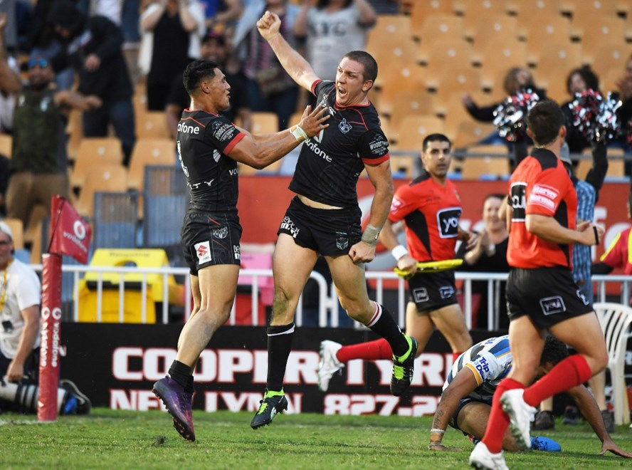 Ryan Hoffman celebrates scoring the match winning try. Vodafone Warriors v Gold Coast Titans. NRL Rugby League. Mt Smart Stadium