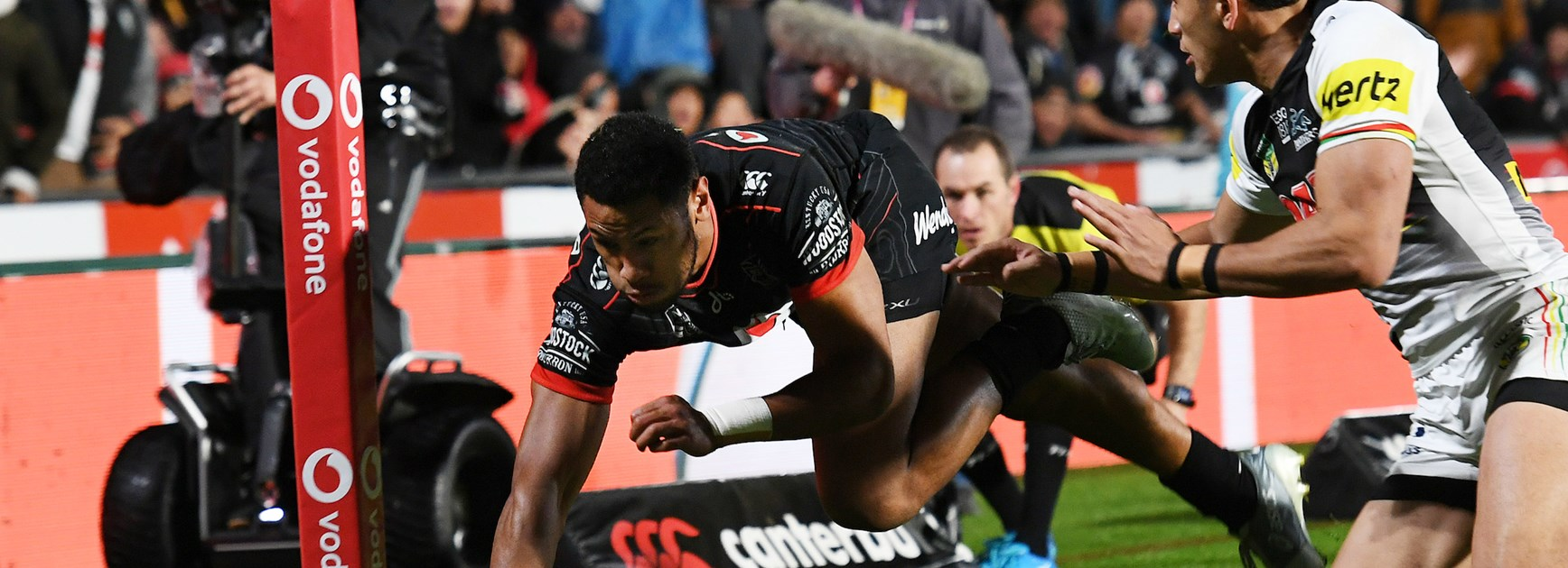 Warriors ensure finals spot by crushing Panthers